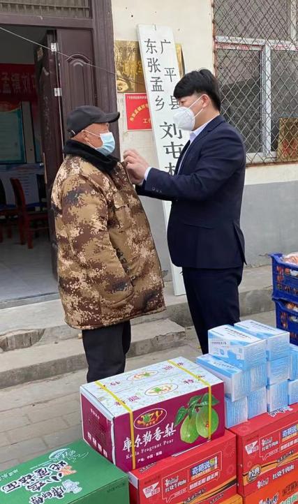 爱心大使刘文江捐赠物资看望家乡疫线防控人员